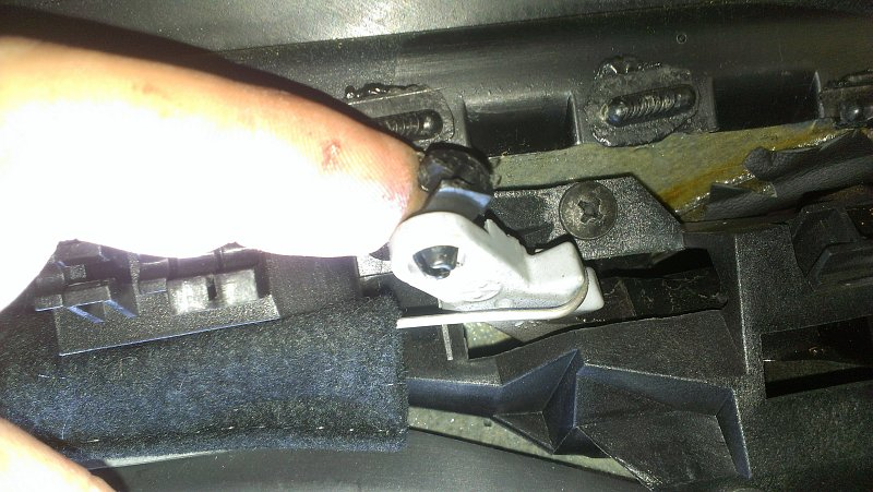 Porsche Boxster - Re-attach Latch Cable